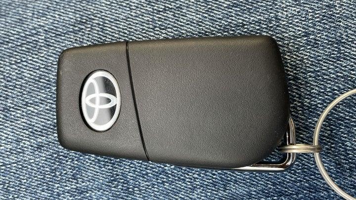 Toyota Corolla-KEY CLOSE-UP