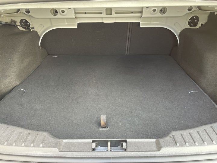 Ford Focus-BOOT INSIDE VIEW