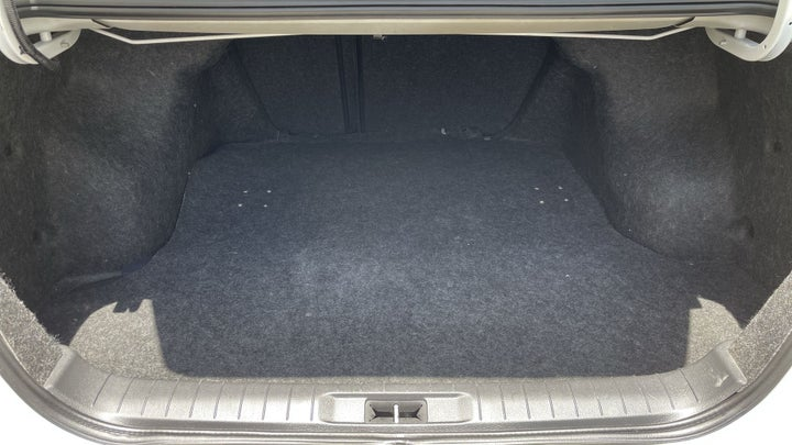 Nissan Altima-BOOT INSIDE VIEW