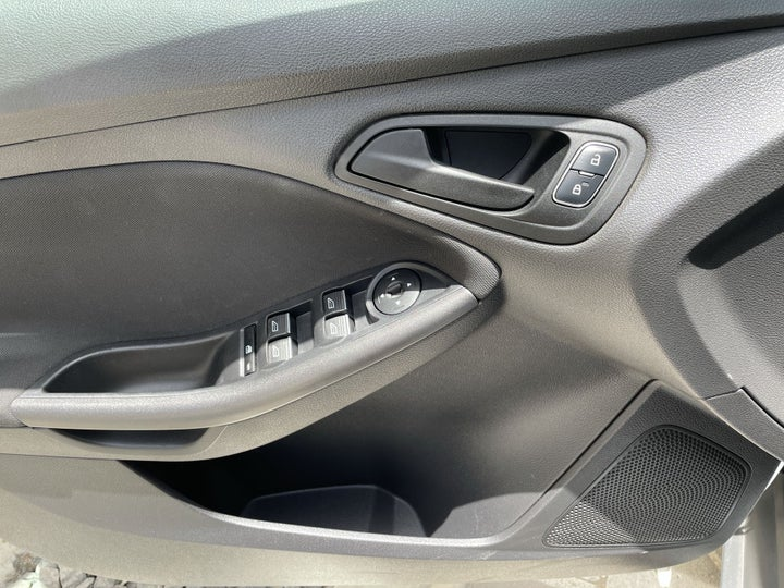 Ford Focus-DRIVER SIDE DOOR PANEL CONTROLS