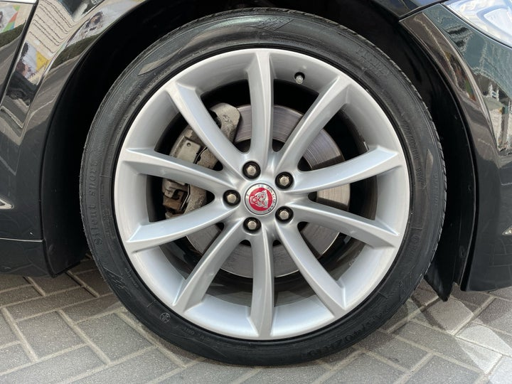 Jaguar XF-RIGHT FRONT WHEEL