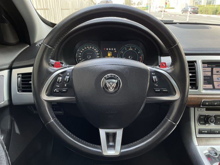 Jaguar XF-STEERING WHEEL CLOSE-UP