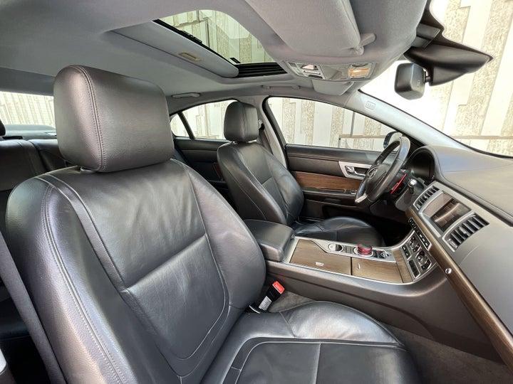 Jaguar XF-RIGHT SIDE FRONT DOOR CABIN VIEW