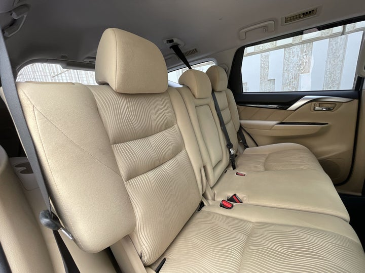 Mitsubishi Montero Sport-RIGHT SIDE REAR DOOR CABIN VIEW