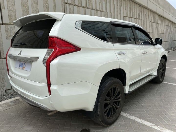 Mitsubishi Montero Sport-RIGHT BACK DIAGONAL (45-DEGREE VIEW)