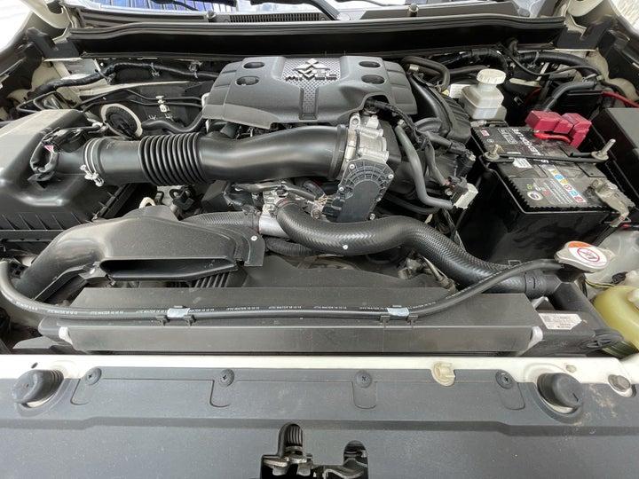 Mitsubishi Montero Sport-OPEN BONNET (ENGINE) VIEW