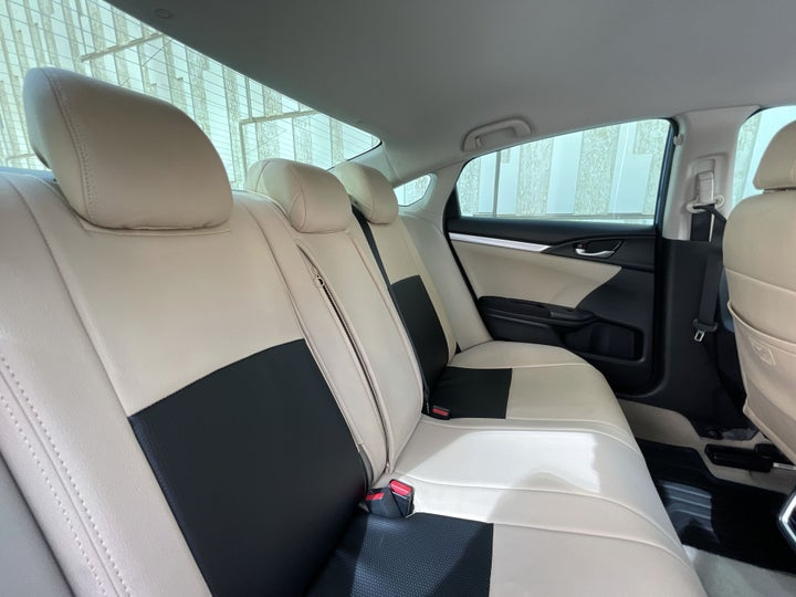 Honda Civic-RIGHT SIDE REAR DOOR CABIN VIEW