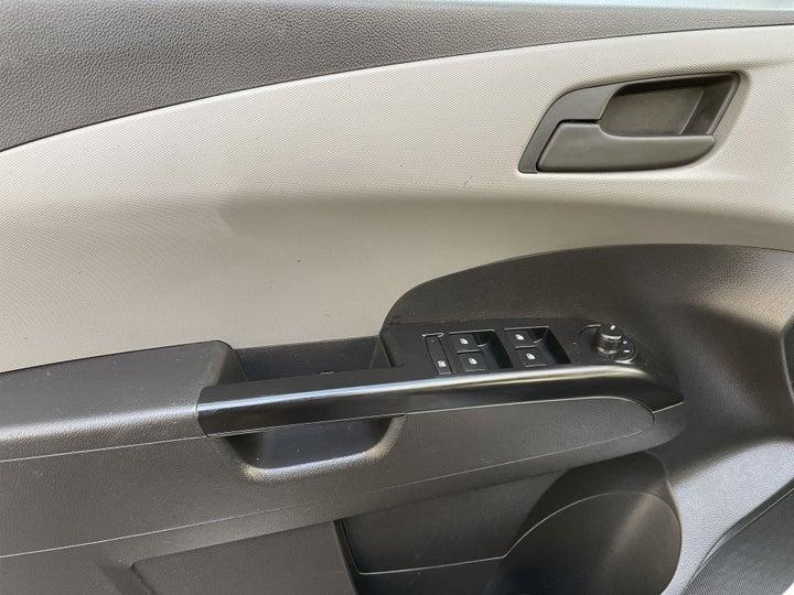 Chevrolet Aveo-DRIVER SIDE DOOR PANEL CONTROLS