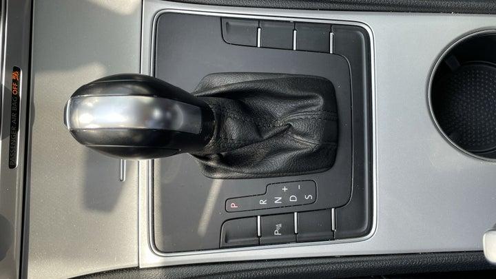 Volkswagen Passat-GEAR LEVER