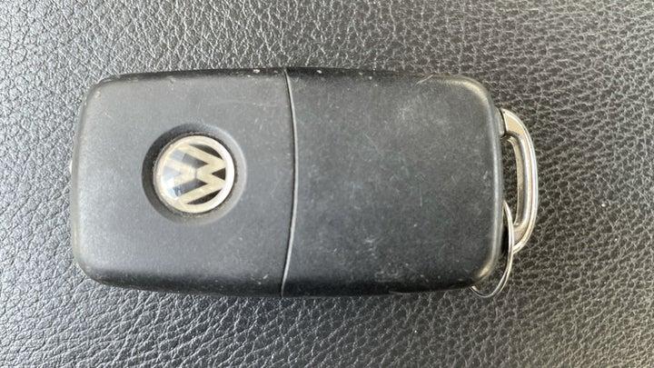 Volkswagen Passat-KEY CLOSE-UP