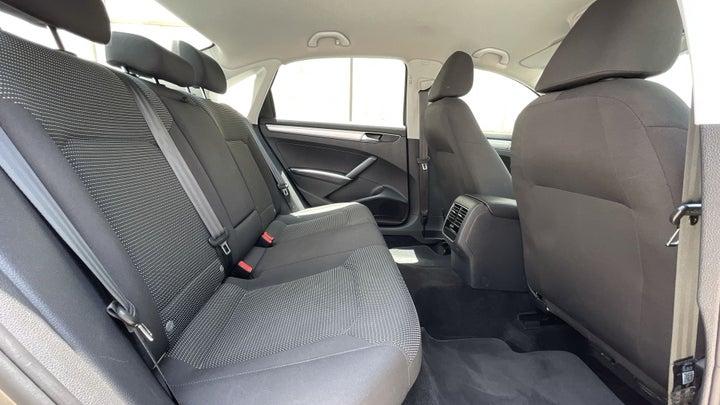 Volkswagen Passat-RIGHT SIDE REAR DOOR CABIN VIEW