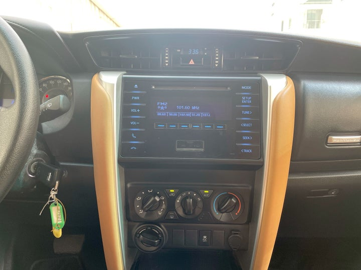 Toyota Fortuner-CENTER CONSOLE