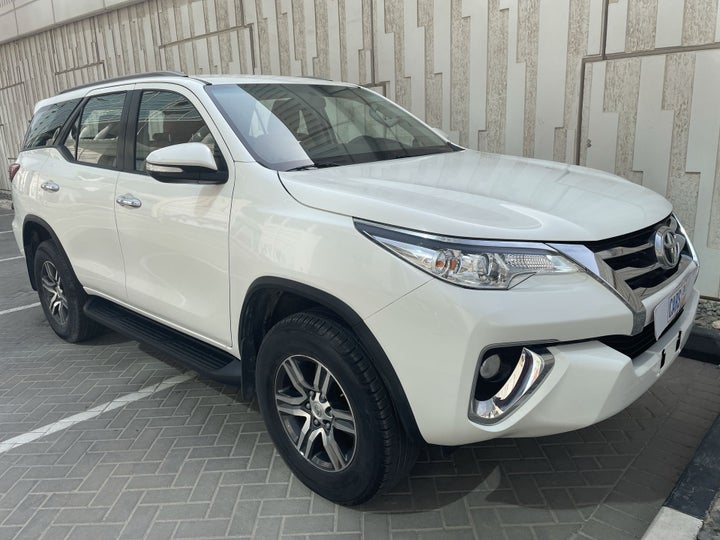 Toyota Fortuner-RIGHT FRONT DIAGONAL (45-DEGREE) VIEW