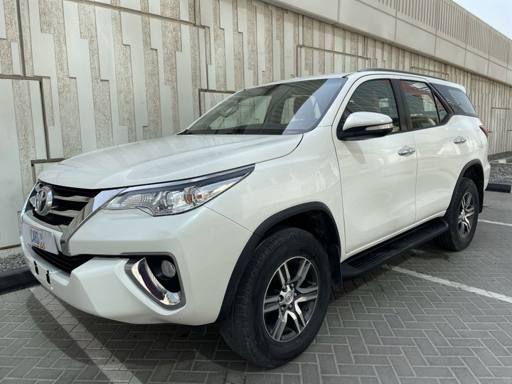 Toyota Fortuner-LEFT FRONT DIAGONAL (45-DEGREE) VIEW