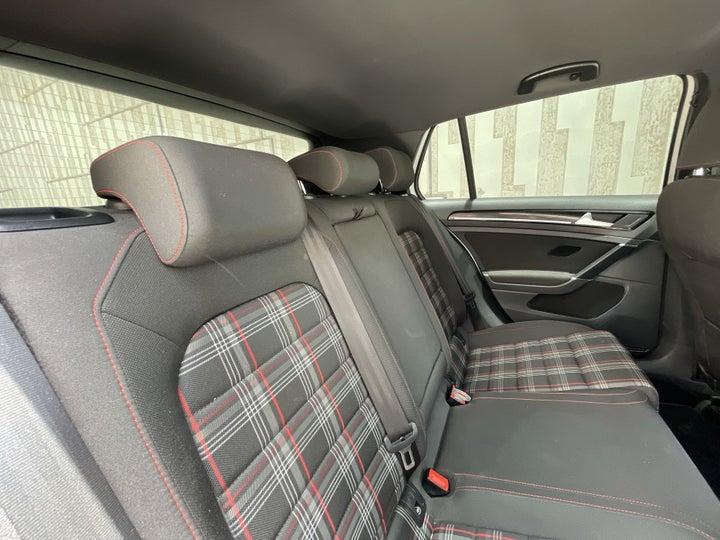 Volkswagen Golf-RIGHT SIDE REAR DOOR CABIN VIEW