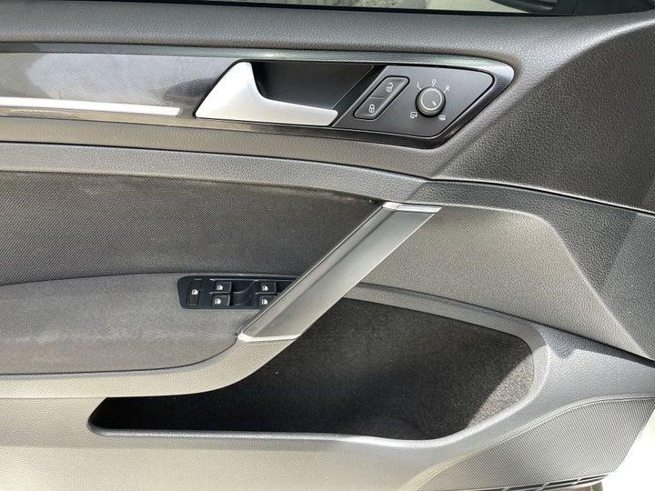 Volkswagen Golf-DRIVER SIDE DOOR PANEL CONTROLS