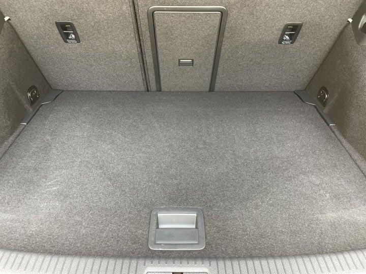 Volkswagen Golf-BOOT INSIDE VIEW
