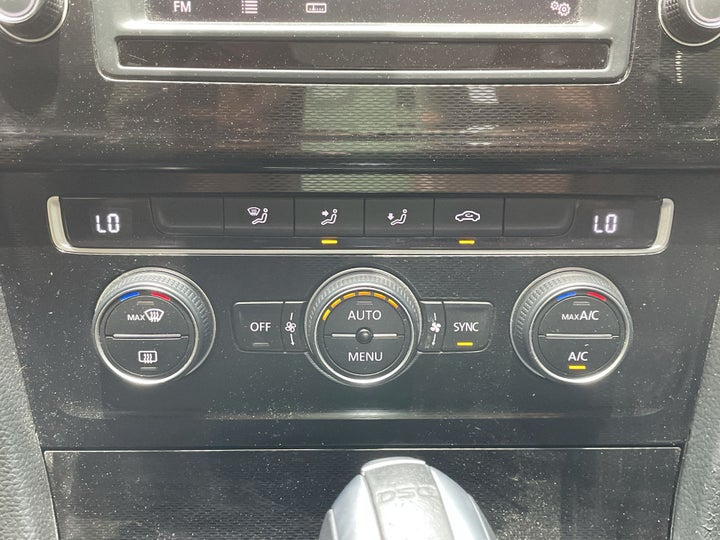 Volkswagen Golf-AUTOMATIC CLIMATE CONTROL