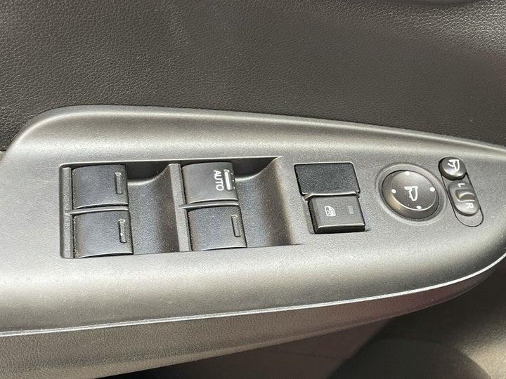 Honda Jazz-DRIVER SIDE DOOR PANEL CONTROLS