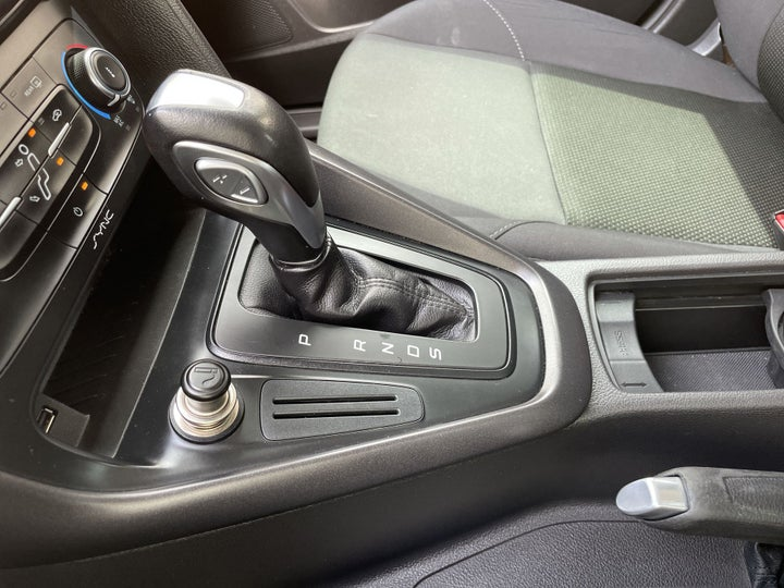 Ford Focus-GEAR LEVER