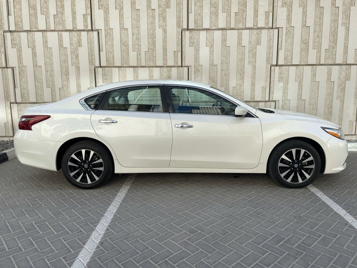 Nissan Altima-RIGHT SIDE VIEW