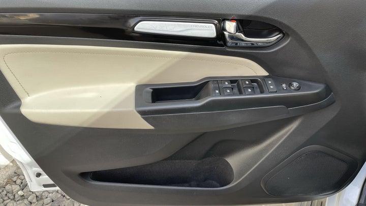 Chevrolet Trailblazer-DRIVER SIDE DOOR PANEL CONTROLS