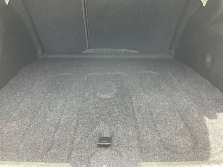 Chevrolet Cruze-BOOT INSIDE VIEW