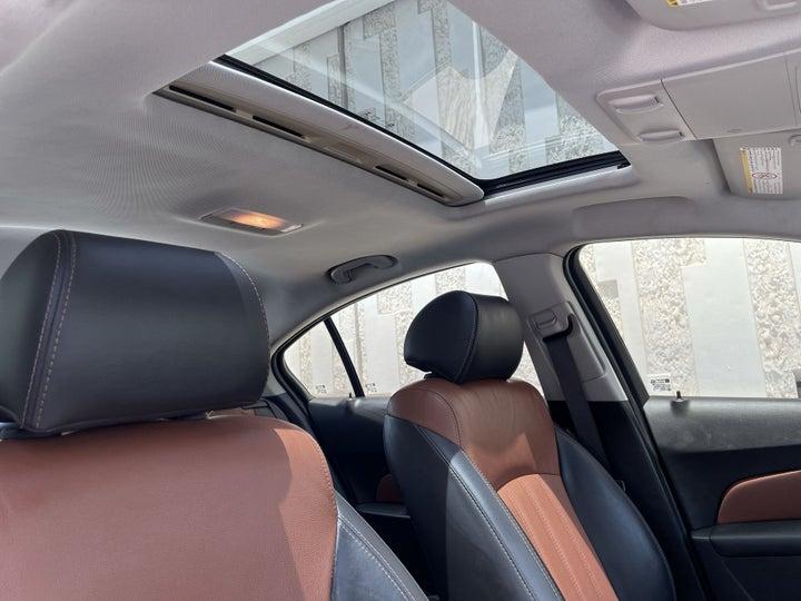 Chevrolet Cruze-INTERIOR SUNROOF / MOONROOF