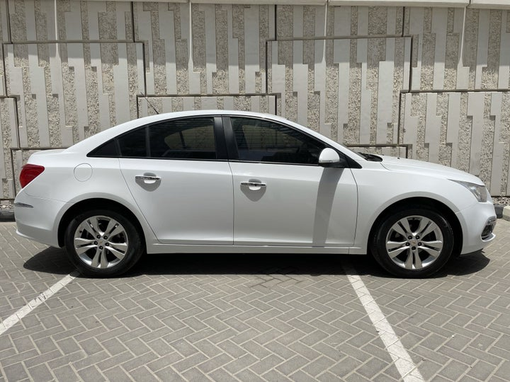 Chevrolet Cruze-RIGHT SIDE VIEW