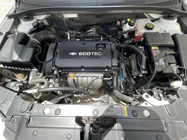 Chevrolet Cruze-OPEN BONNET (ENGINE) VIEW