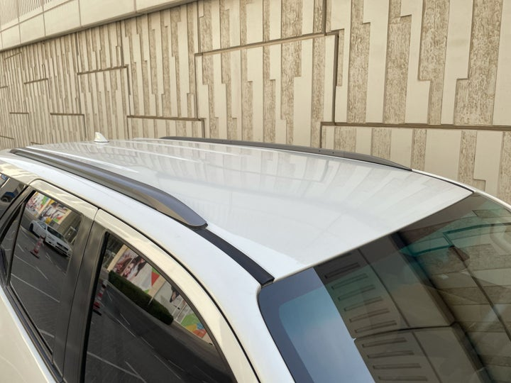 Toyota Fortuner-ROOF/SUNROOF