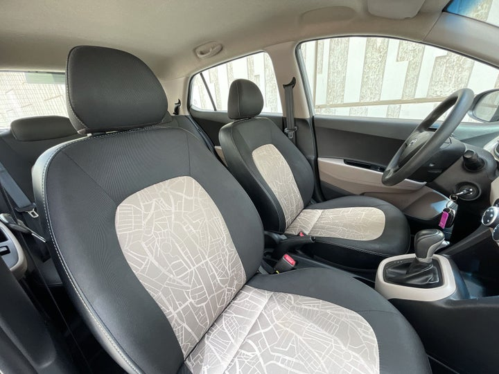 Hyundai Grand i10-RIGHT SIDE FRONT DOOR CABIN VIEW