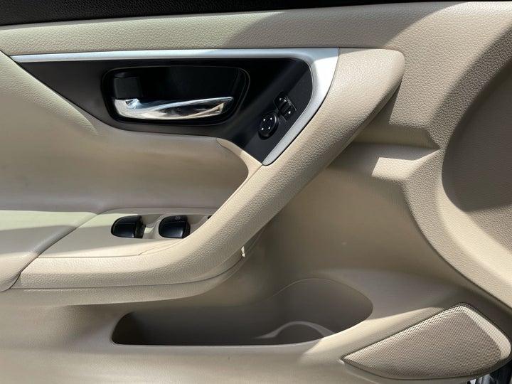 Nissan Altima-DRIVER SIDE DOOR PANEL CONTROLS