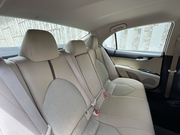 Toyota Camry-RIGHT SIDE REAR DOOR CABIN VIEW