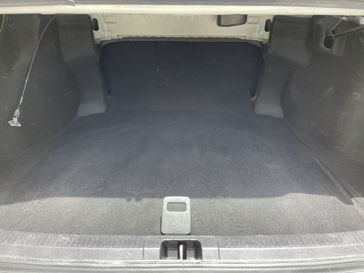 Toyota Camry-BOOT INSIDE VIEW