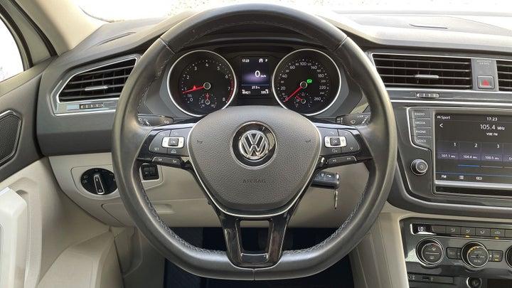 Volkswagen Tiguan-STEERING WHEEL CLOSE-UP