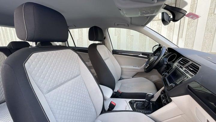 Volkswagen Tiguan-RIGHT SIDE REAR DOOR CABIN VIEW