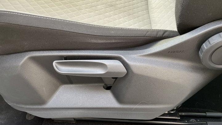 Volkswagen Tiguan-DRIVER SIDE ADJUSTMENT PANEL