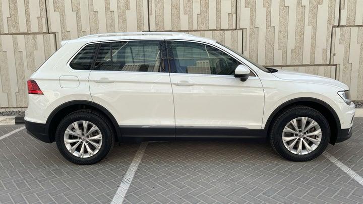 Volkswagen Tiguan-RIGHT SIDE VIEW
