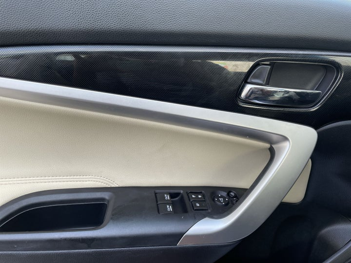 Honda Accord-DRIVER SIDE DOOR PANEL CONTROLS