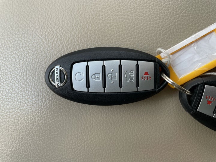 Nissan Altima-KEY CLOSE-UP