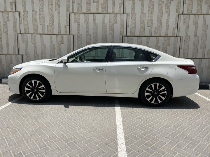 Nissan Altima-LEFT SIDE VIEW