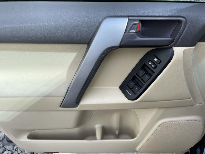 Toyota Land Cruiser Prado-DRIVER SIDE DOOR PANEL CONTROLS