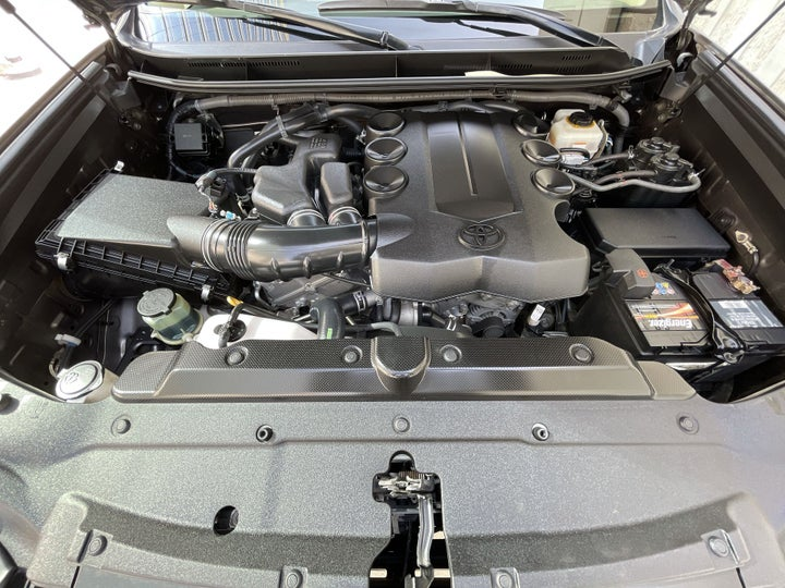 Toyota Land Cruiser Prado-OPEN BONNET (ENGINE) VIEW