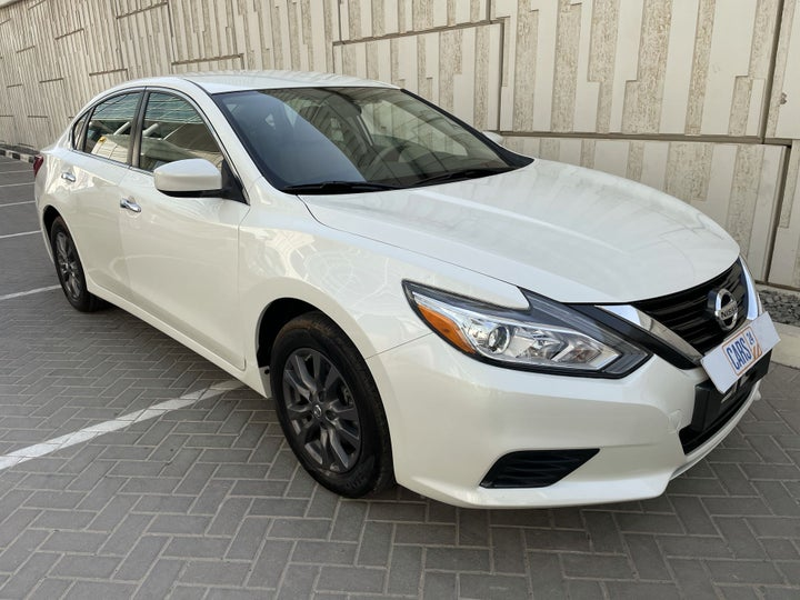 Nissan Altima-RIGHT FRONT DIAGONAL (45-DEGREE) VIEW
