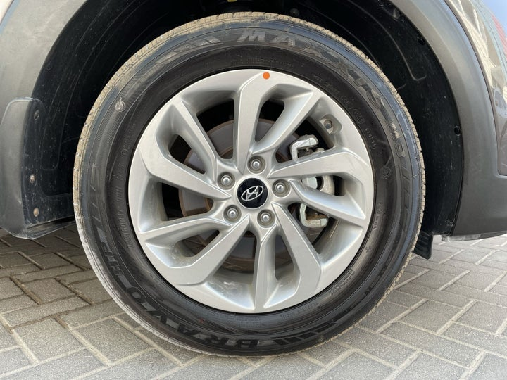 Hyundai Tucson-RIGHT FRONT WHEEL