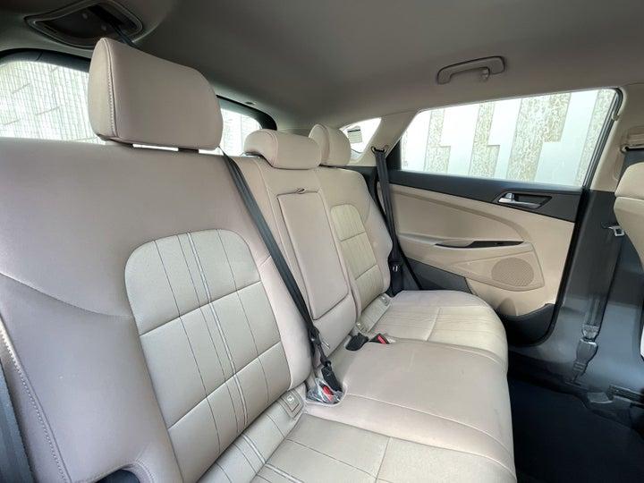 Hyundai Tucson-RIGHT SIDE REAR DOOR CABIN VIEW