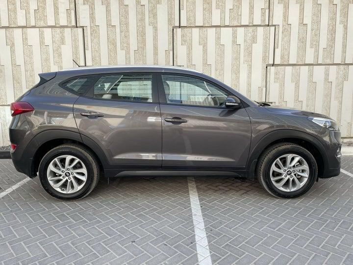 Hyundai Tucson-RIGHT SIDE VIEW