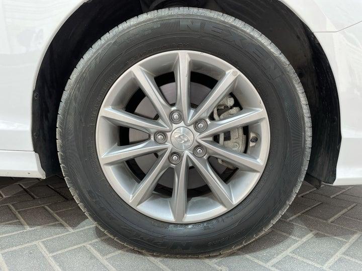 Hyundai Sonata-RIGHT FRONT WHEEL