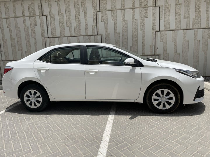 Toyota Corolla-RIGHT SIDE VIEW